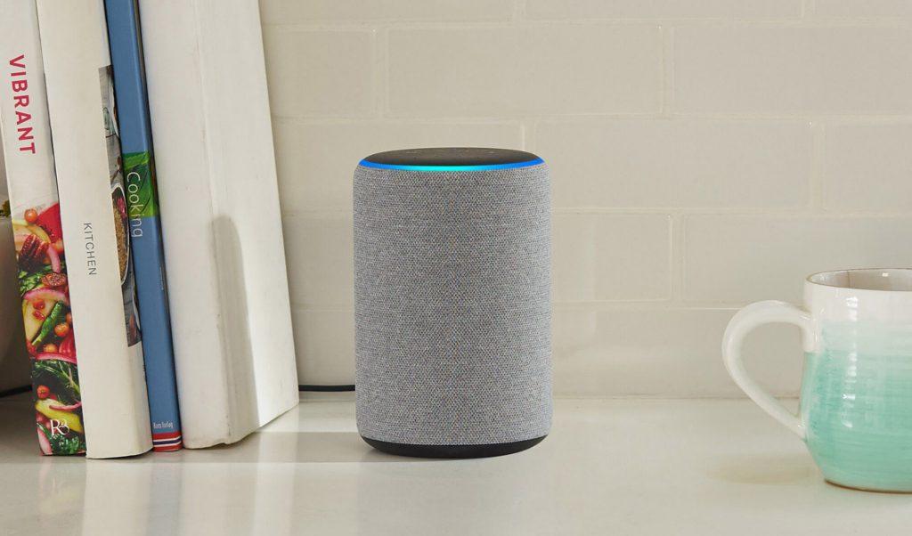Amazon Echo im Regal (3. Generation) (Bild: Amazon)