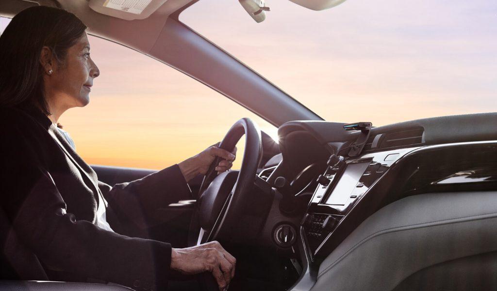Unterwegs mit Echo Auto (Bild: Amazon.de)