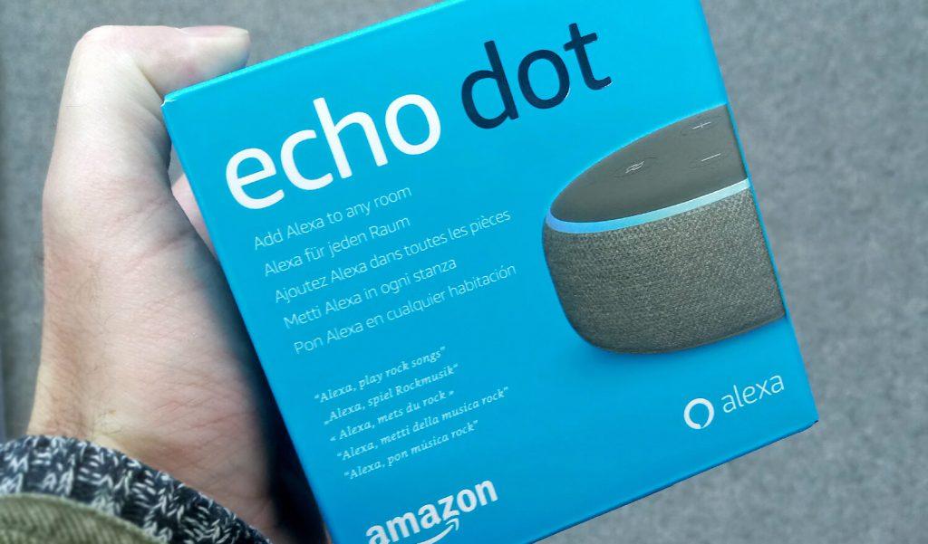 Echo dot unboxing (Bild: Amazon)