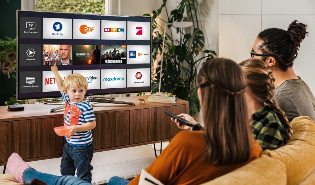 MagentaTV im Wohnzimmer (Bild: Telekom)