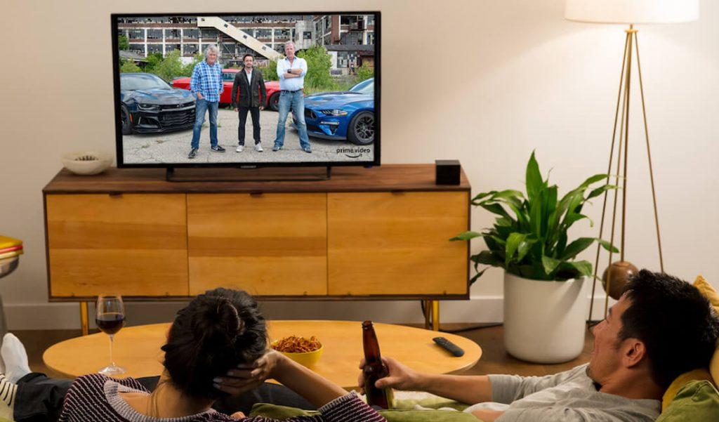 Fire TV Cube im Wohnzimmer (Bild: Amazon)