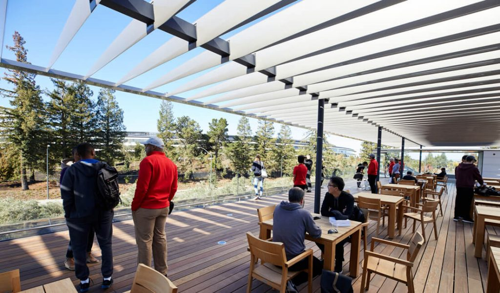 Apple Park Visitor Center Terrasse (Bild: Apple)