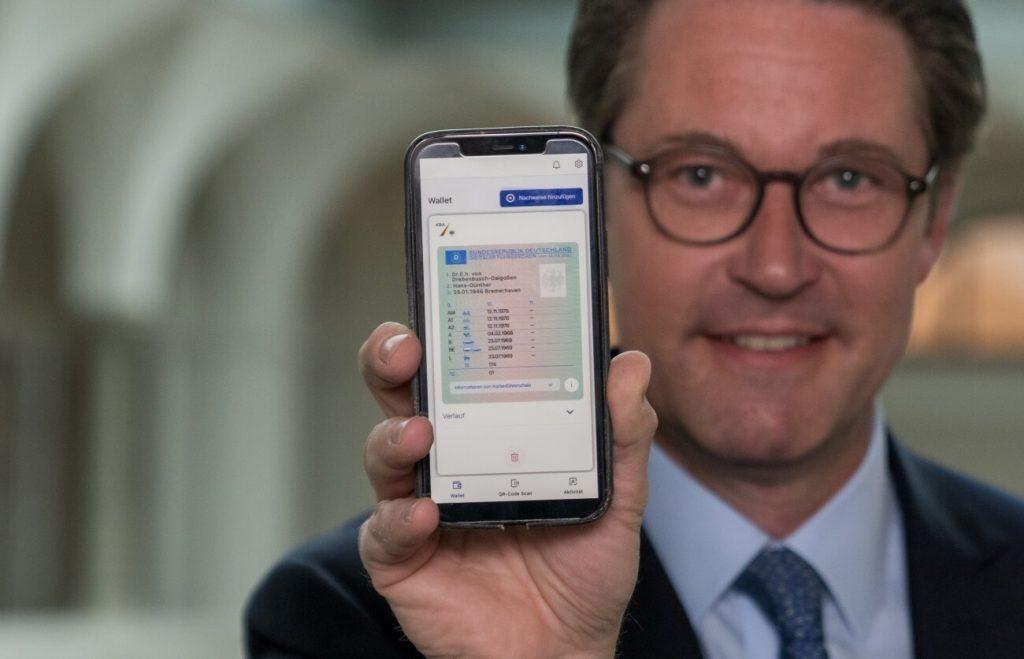 Digitaler Führerschein auf dem Handy (Bild: BMVI)